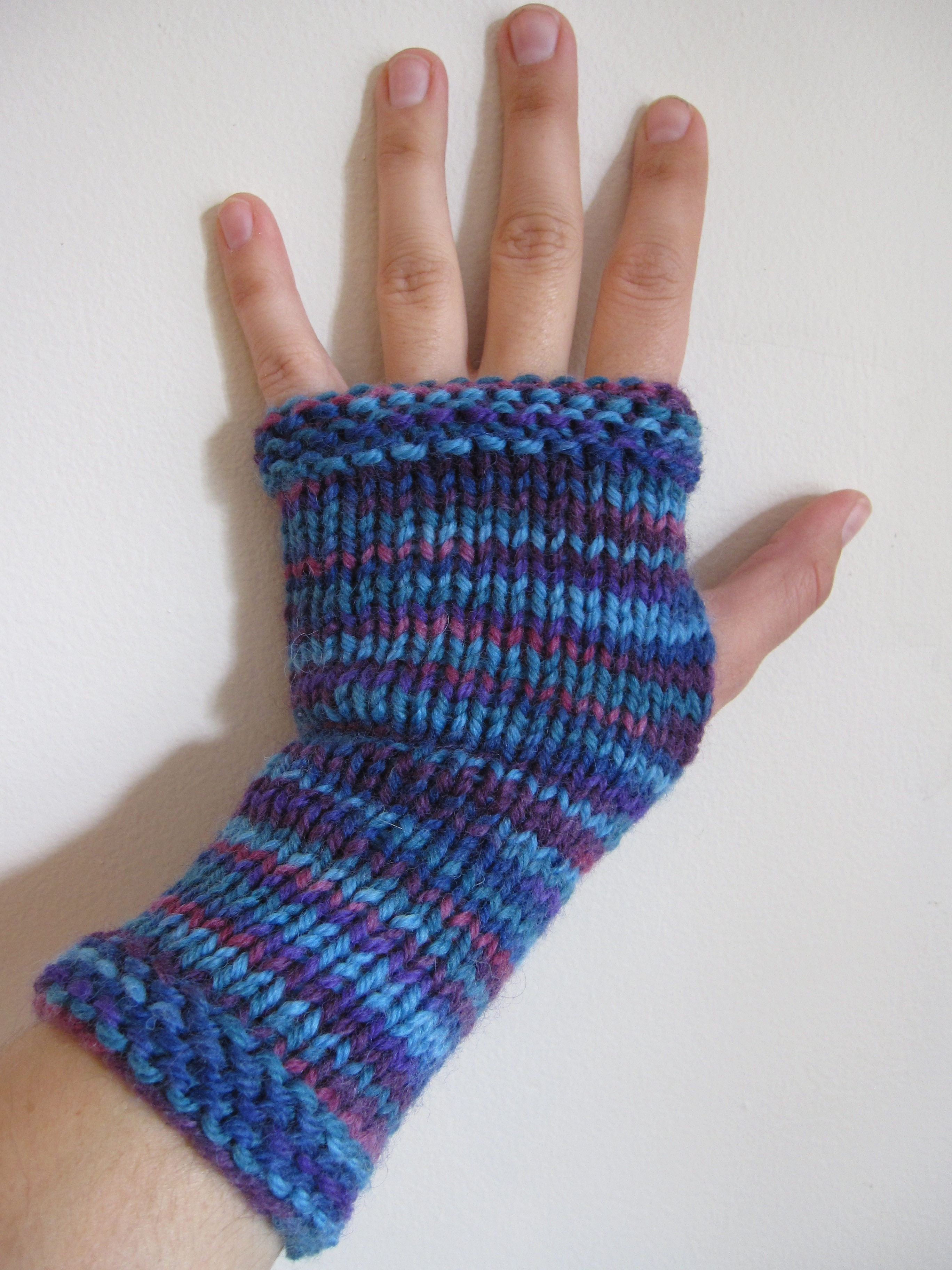 Fingerless Gloves Knitting Pattern Beginner : Beginner s Garter Edge Fingerless Mitts: Free Pattern   Sticks & Scribbles