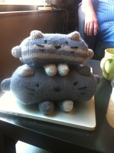 Stackable cats!